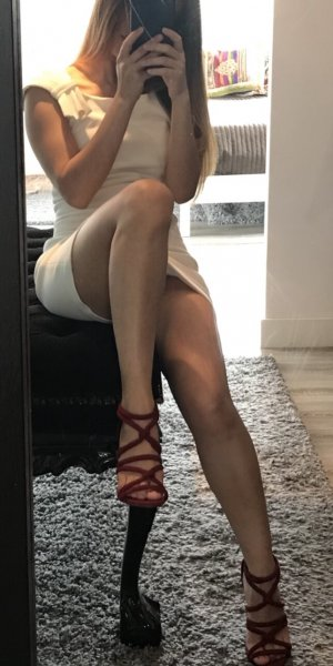 Nisha outcall escort in Huntington