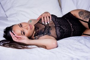 Leyana sex club and incall escort