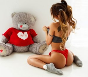 Gihane escorts service in Stanford